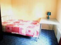 Cosy bright room - 15 mins walk to UH College Lane campus, 20 mins to Galleria, 2 mins local shops