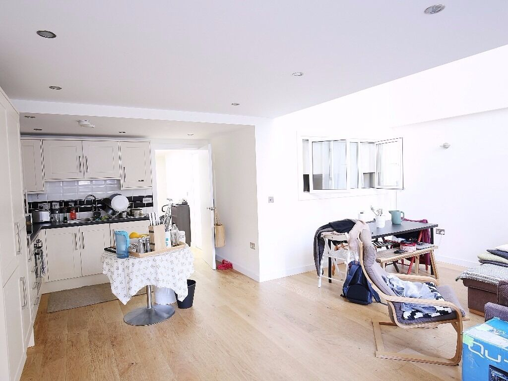 Three Bedroom apartment - Converted Warehouse - TO RENT