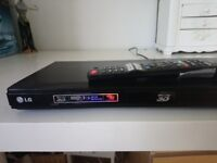 LG dvd player with wifi 3D and remote