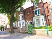 Spacious Ensuite Double Room in Shared House in Leafy Suburbia - Walking Distance to City Centre
