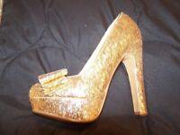 size 5 gold ladies shoe