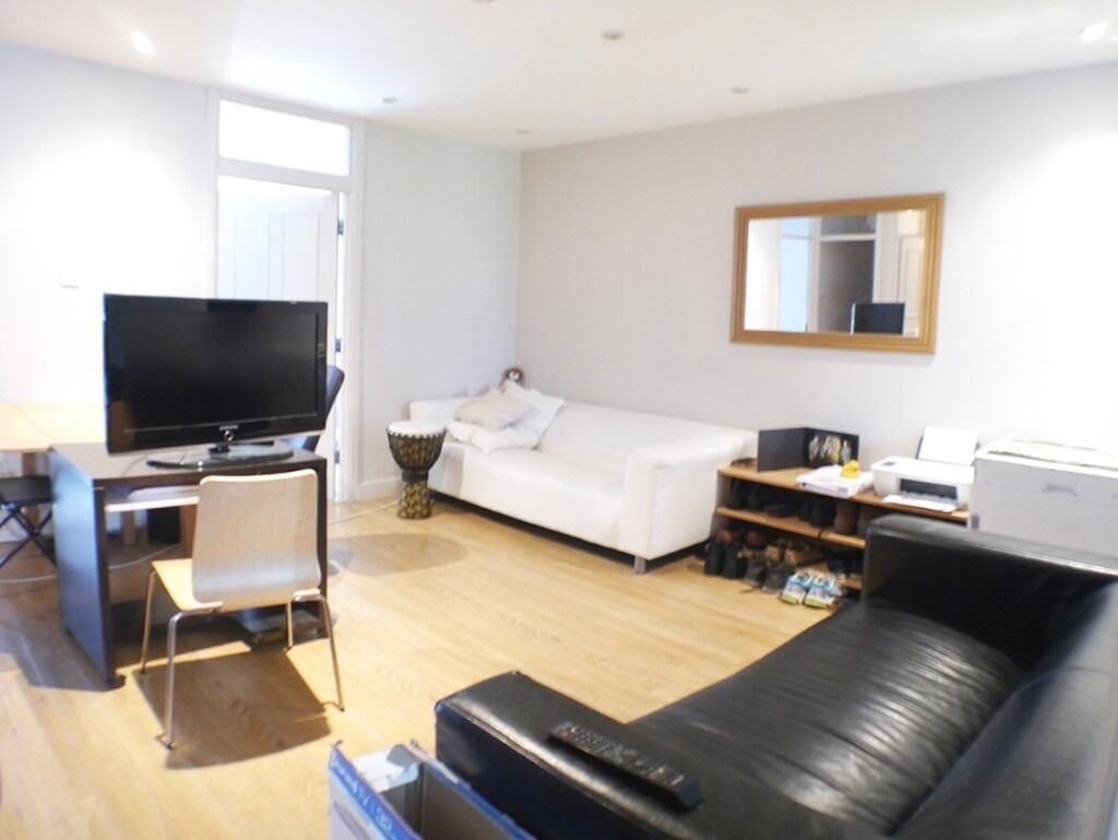 3 DOUBLE BEDROOMS SEPARATE LOUNGE, SEPARATE KITCHEN GREAT VIEWS, SPACIOUS THROUGHOUT, ROOF TERRACE