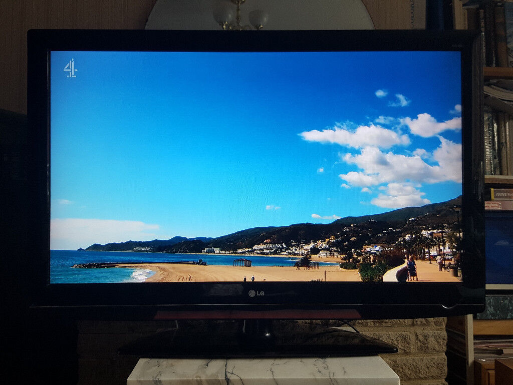 47-inch LG TV + remote + setup guide + stand  Full HD 1080p  Freeview  HDMI    in Godalming, Surrey   Gumtree