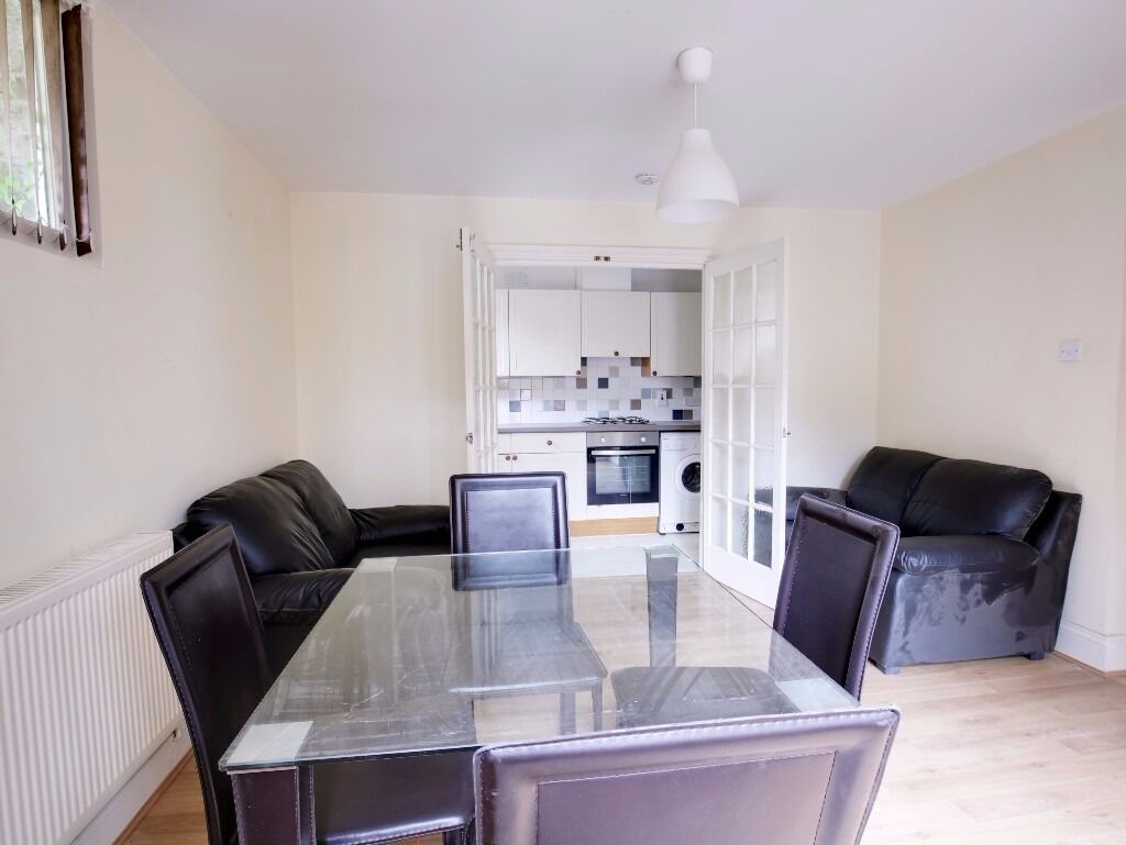 SPACIOUS 2 BED FLAT IN MANOR HOUSE - 400 PW
