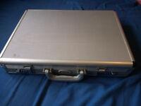 Lockable metal case