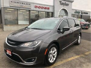 2017 Chrysler Pacifica Touring-L w/Leather, Navi, DVD, Remote St