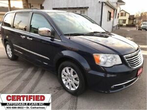 2012 Chrysler Town & Country Tour ** NAV, BACKUP CAM, HTD LEATH