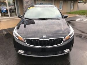 2018 Kia Forte LOOK LOW KM W/APPLE CARPLAY! FINANCING AVAILABLE!