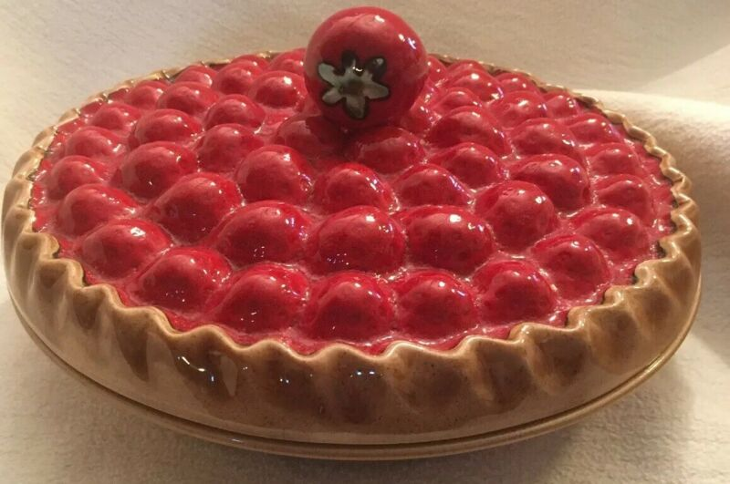 """Ceramic Covered 11"""" Strawberry Pie Dish (Made in Portugal)"""