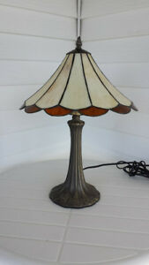 Lampe de table imitation tiffany