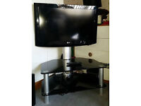 "32"" LG TV and Stand - Excellent Condition"
