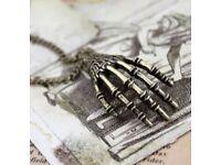 🎃Bronze skeleton hand necklace🎃