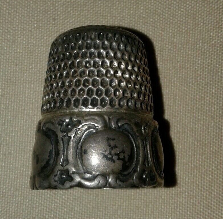 Antique Simons Brothers Sterling Silver Thimble  Repousse Medallion Design