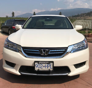 2014 Honda Accord Hybrid - Excellent Condition - 5.1 L/100kms