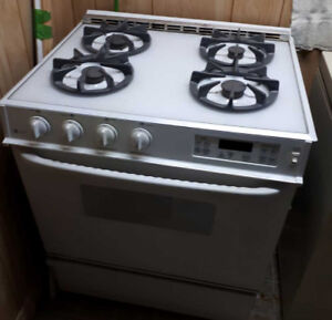 "30"" GE Gas Stove/Oven"