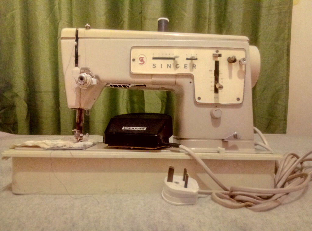 ELECTRIC SINGER SEWING MACHINE MODEL 40 In Canning Town London Mesmerizing Singer 447 Sewing Machine