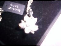 NEW LADIES 10 KT WEIGHT CUBIC ZIRCON , FLOWER PENDANT, WITH 20 INCH EXTENDER CHAIN