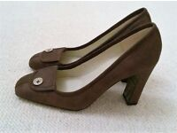 NEW TED BAKER Shoes Designer Brown Leather Taupe Court Shoes Soft Cream & Gold Lining Logo Size 41