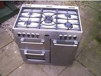 BELLING 90 CM RANGE COOKER AND HOOD. LACQUERED STEEL DOORS STAINLESS HOB AND HOOD.