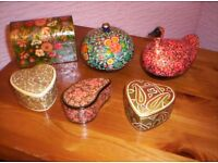 COLLECTION OF PAPER MACHIE BOXES, IN VARIOUS SHAPES AND DESIGNS,