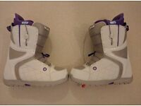 Buton Mint Womens Snowboard Boots - US Size 10 / UK Size 8 - 2015/2016- With Quick Release Features