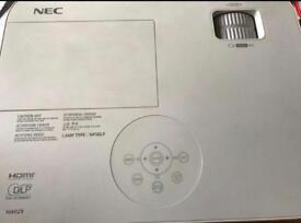 NEC M420x HDMI/3D PROJECTOR 93% LAMP LIFE
