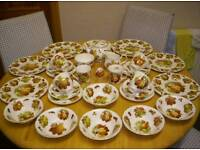 FINE BONE CHINA, DINNER SERVICE, WITH VARIOUS FRUIT DESIGNS, ON WHITE PORCELAIN BACKGROUND,