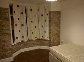Double room available now in a family house [North End]