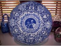 ANTIQUE COALPORT CORONATION PLATE IN BLUE AND WHITE OF KING EDWARD & QUEEN MARY DATED 1902