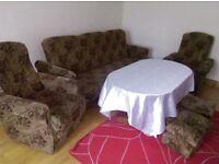 411 suite +2 storage footstools