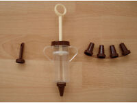 Cake Decorating & Icing Set: PVC Piping Syringe with 6 piece Nozzles