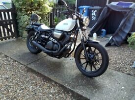 Yamaha xv950 cruiser in white, one owner, sissy bar, heated grips, vance and hines exhaust.