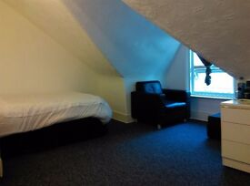 Double room available now. No Deposit!!