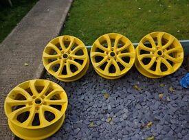 17 Inch Nissan Juke or Qashqai alloy wheels in Yellow