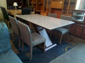 Beautiful modern dining table and x4 chairs