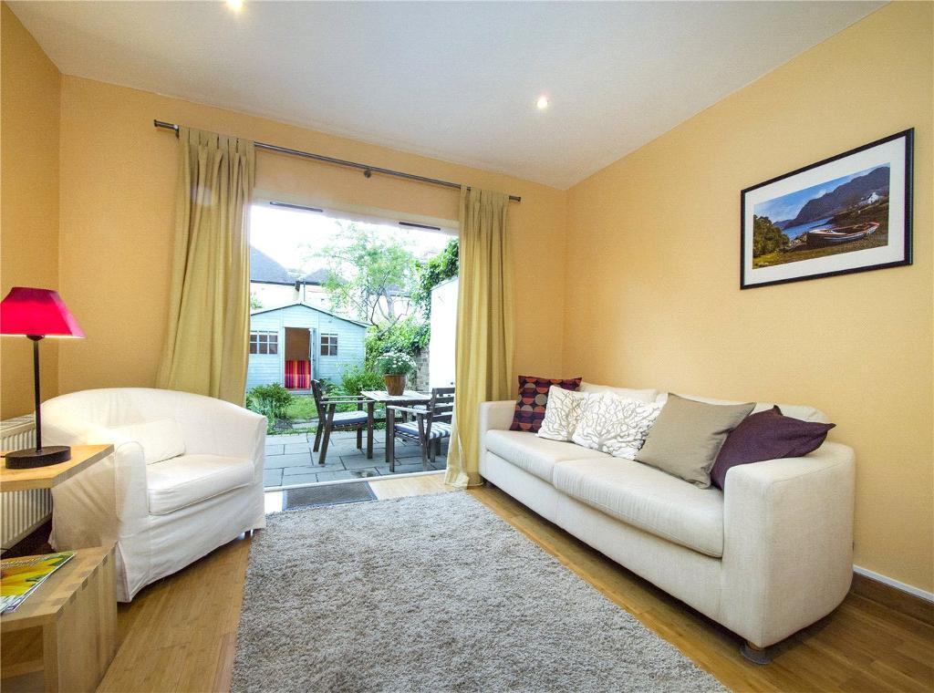1 bedroom flat in Leighton Gardens, London, NW10