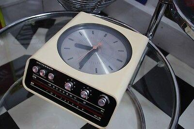 70s Sace Age Uhrenradio Universum WTR 5535 Clockradio