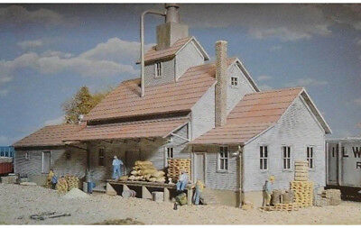Walthers Cornerstone HO Scale Building/Structure Kit Sunrise Grain Feed (Sunrise Mills)
