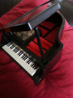 Vintage 1980s Musical Piano Jewlery Box $35