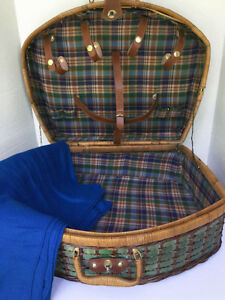 Lovely Wicker PicNic Basket Green and Brown  FIRM