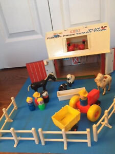 1968-79 #915 FISHER PRICE Little People Play Family Farm