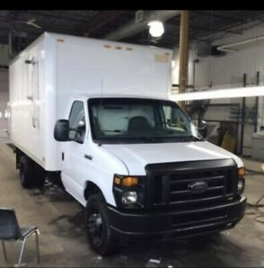 Ford E350 cutaway 14 Foot box excellent cond bad kms