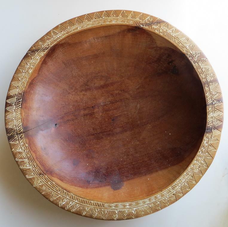 Large old Samoan Visi wood bowl was made to serve kava