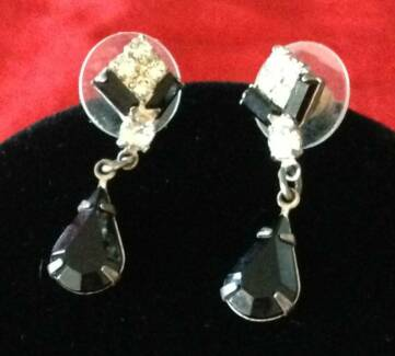 Costume jewellery necklace & earrings set: Black onyx & crystal Bentleigh East Glen Eira Area Preview