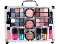 COLOURS Vanity Case by technic .