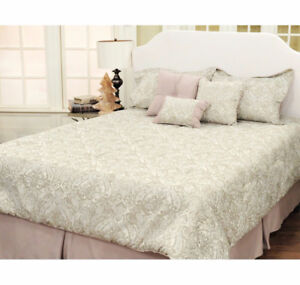 Exquisite Brand New 7-Piece Jacquard HomeSuite Bed In A Bag