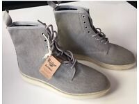 Dr Martens whiton canvas boots UK 9 RRP £120