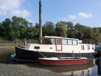 One-bed Houseboat with Secure Residential Mooring in London
