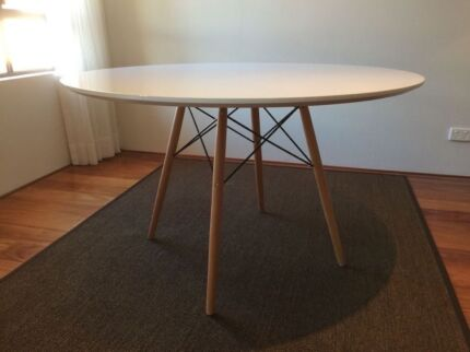 Eames Dining Table (Can Delivery)