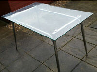 glass top dining table 120cm x 75cm. in good condition.